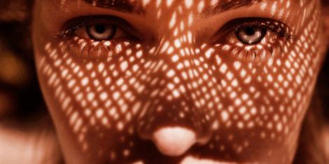 Como ficar bronzeada evitando as rugas: três dicas anti-idade