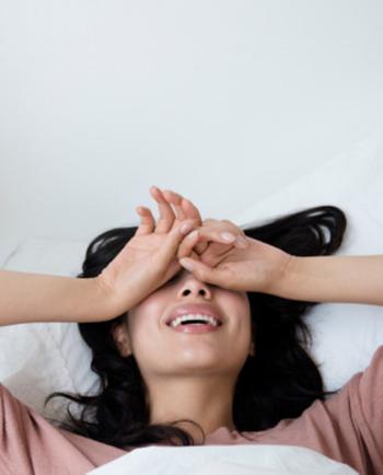 Qual é o segredo para acordar com a pele bonita?