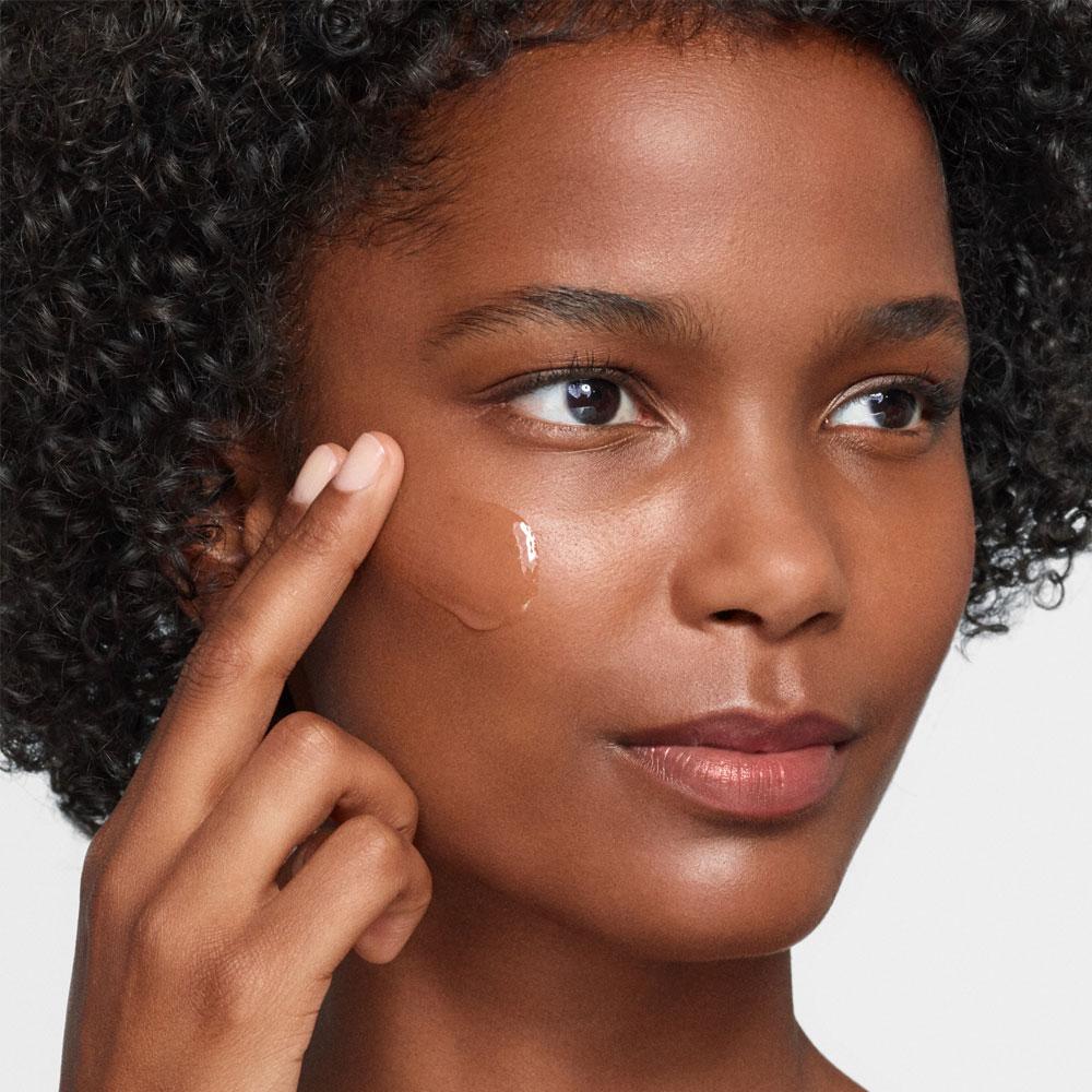 Minéral 89 pode ser utilizado nas regiões do rosto, pescoço e lábios.  Além disso, também funciona como uma excelente base para maquiagem!