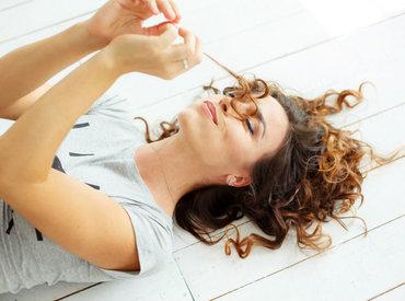 Conheça essas dicas para tratar a caspa sem ressecar os cabelos